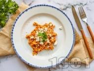 Рецепта Бъркани яйца по гръцки с домати, сирене, чесън и риган